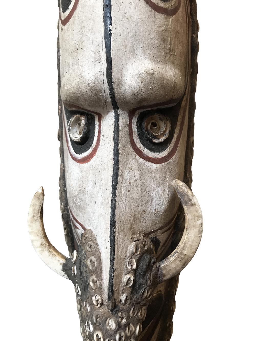 masque mwei -détail-temagalerie-paris